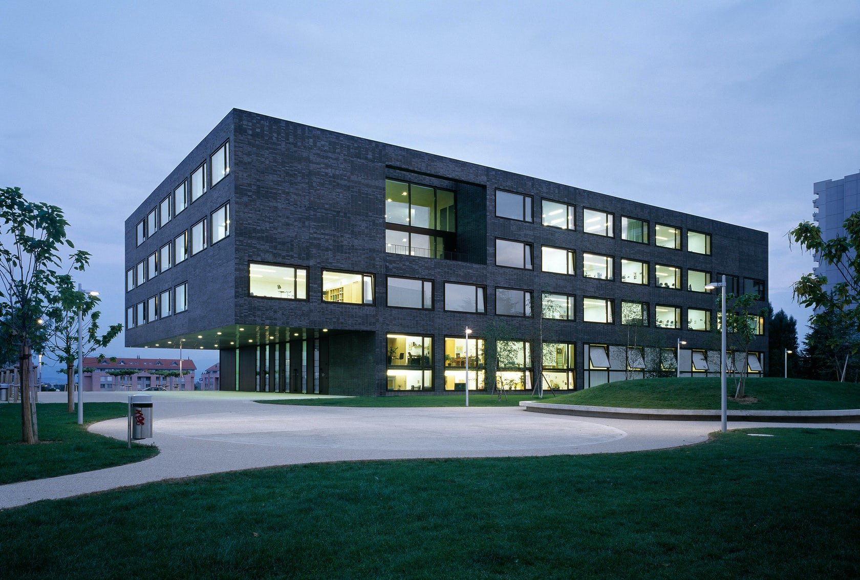 Secondary School Les Tuillieres - reinforced concrete structure